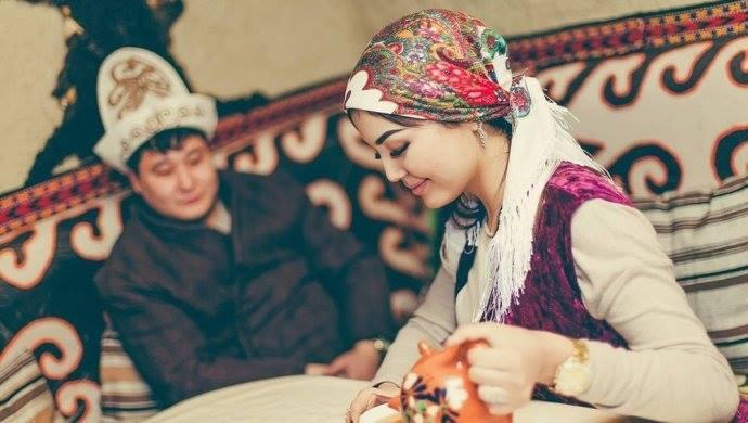 девушек келин на казахском переводе женщине лет