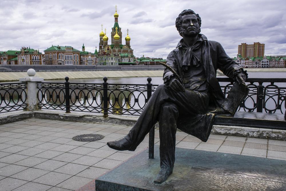 памятник Пушкину и Онегину в Йошкар-Оле