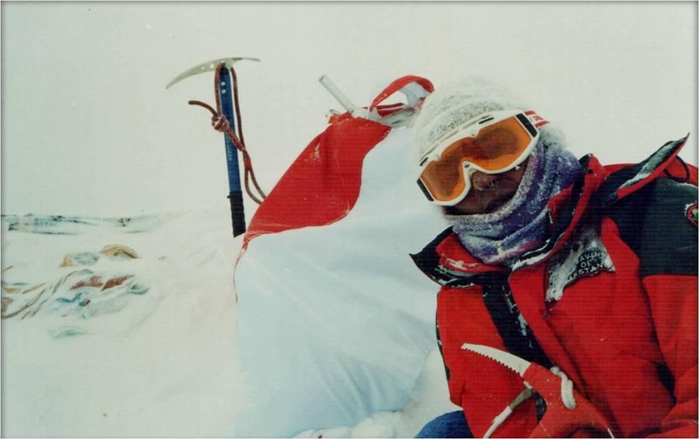 алматинец Владимир Фролов на вершине Эвереста, год 1997