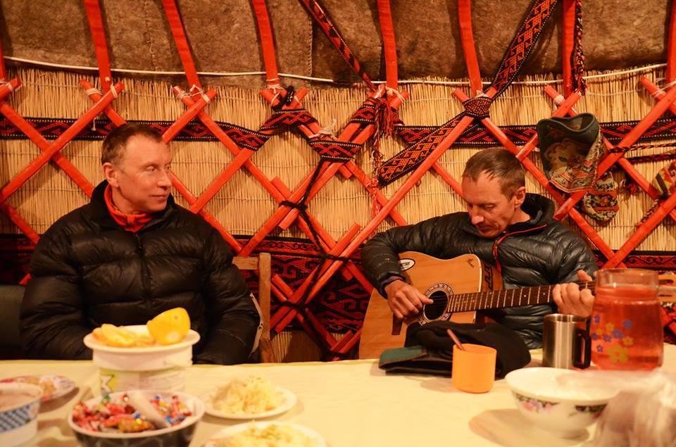 альпинисты Борис Дедешко и Денис Урубко