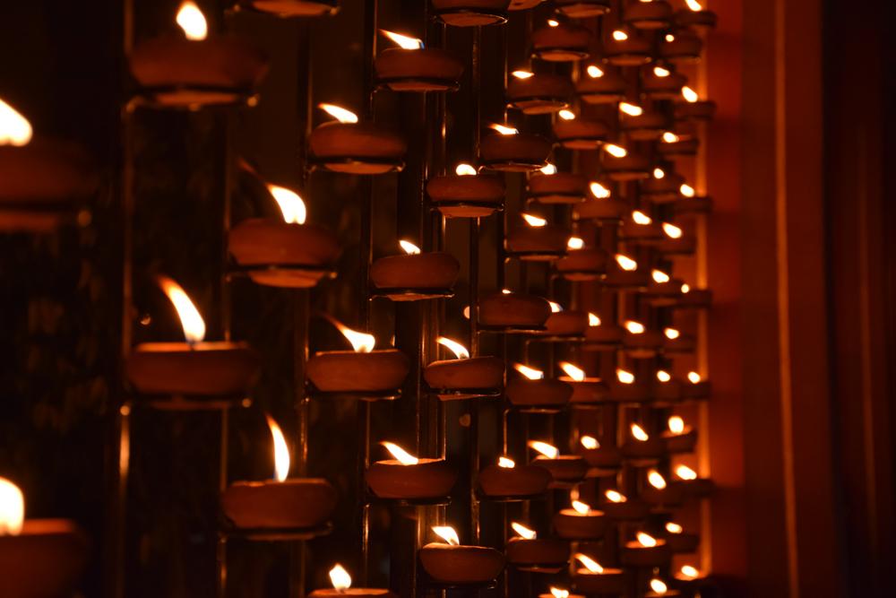 Подношение света, Lamp offering