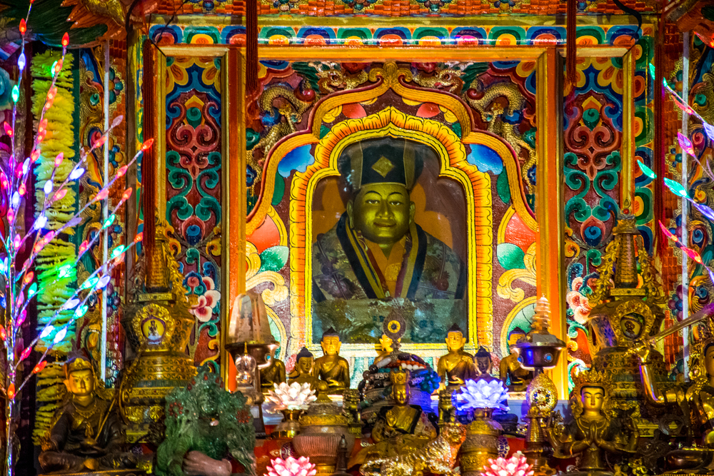 Восточный Тибет, монастырь Пангпхуг, статуя Первого Кармапы