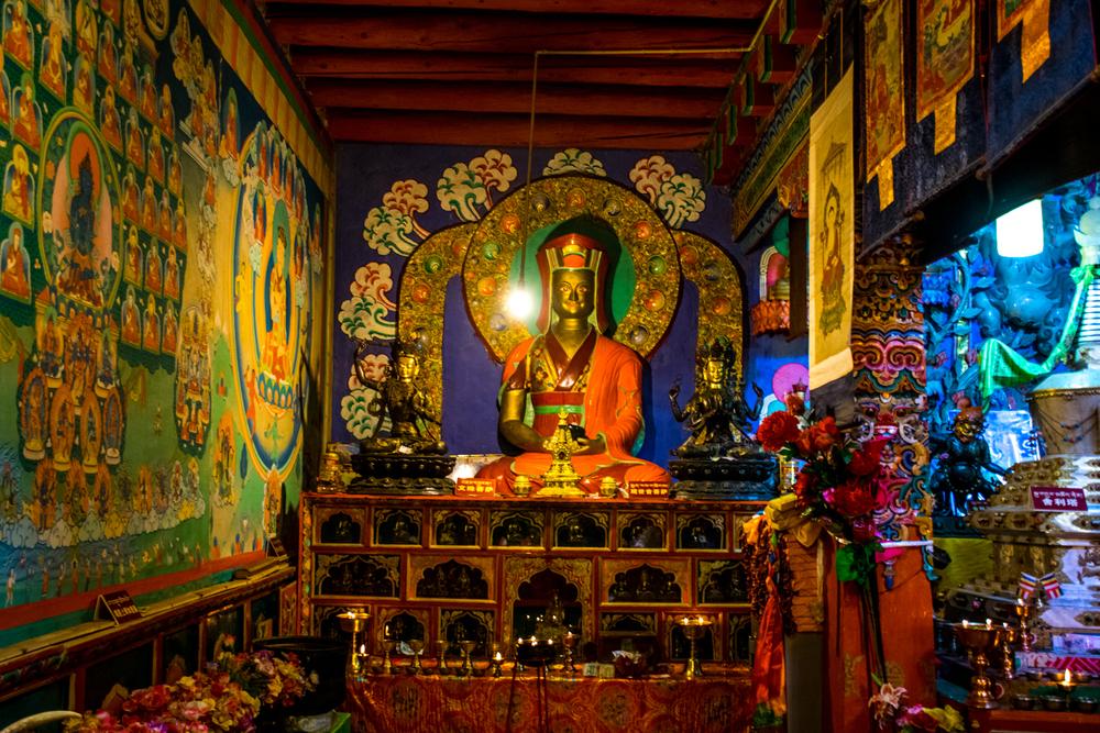 Восточный Тибет, монастырь Пангпхуг, статуи Гампопы