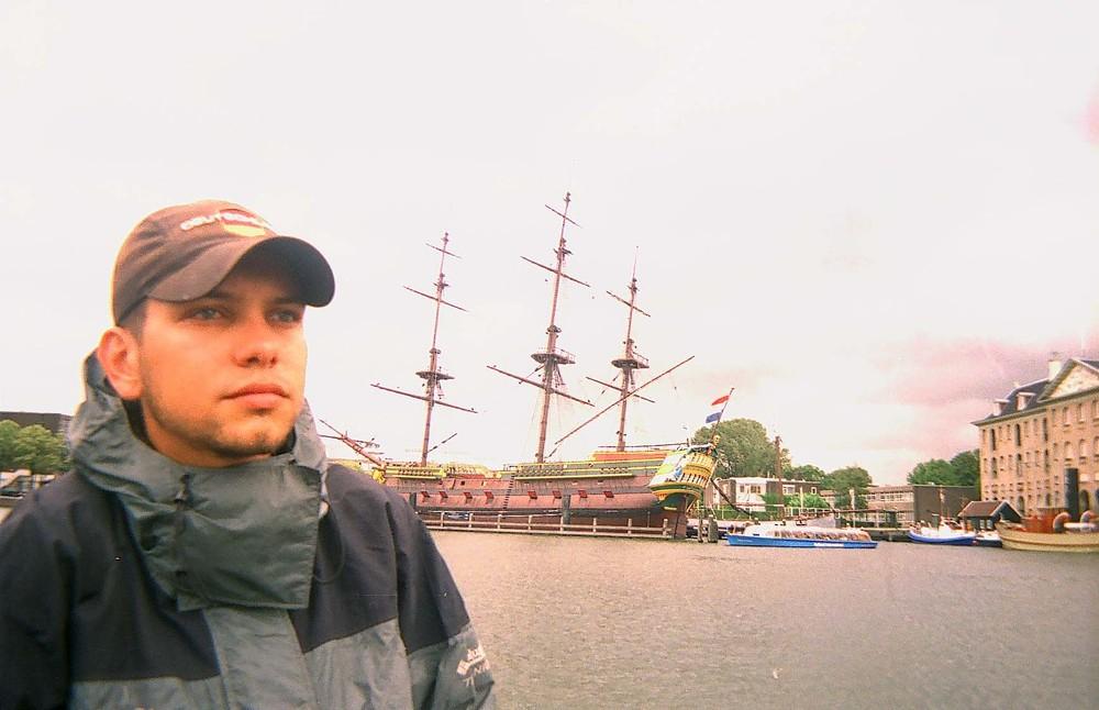 алматинский путешественник Андрей Гундарев (Алмазов) в Амстердаме год 2004