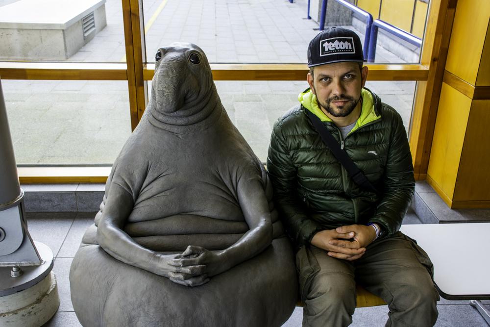 алматинский путешественник Андрей Гундарев (Алмазов) и Ждун в городе Лейден, Нидерланды