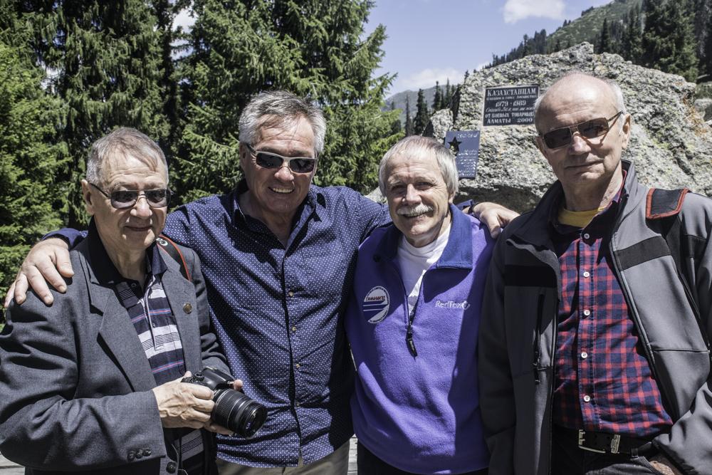 Участники экспедиции Эверест-82 в Алматы, Коваленко, Валиев, Мысловский, Шопин.