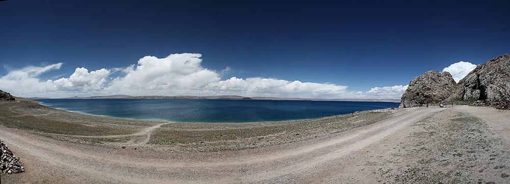 Одно из 4-х священных озер Тибета - Нам-Цо