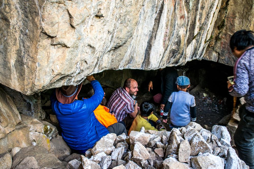 Восточный Тибет, монастырь Пангпхуг, пещера с изображением Миларепы