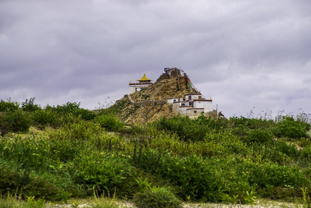 монастырь Чиу на берегу озера Манасаровар, туры в Тибет