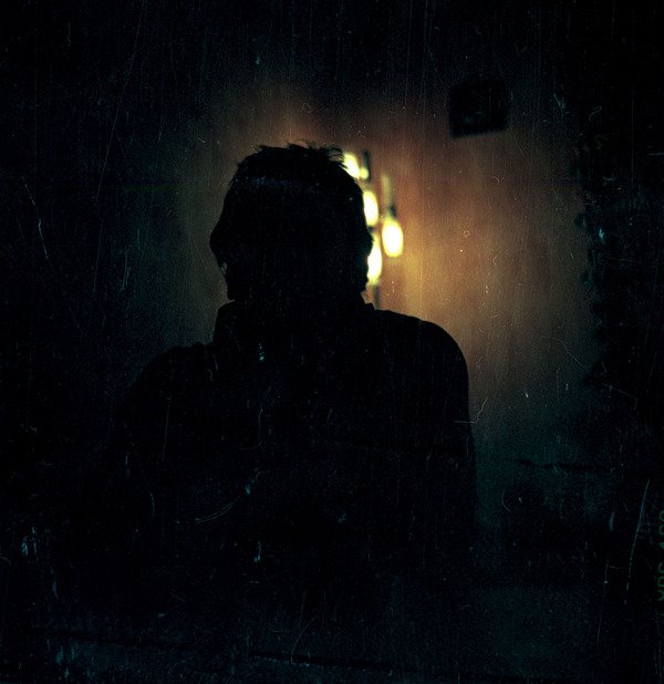 тому же, фото человека без лица в темноте метод хорош тем