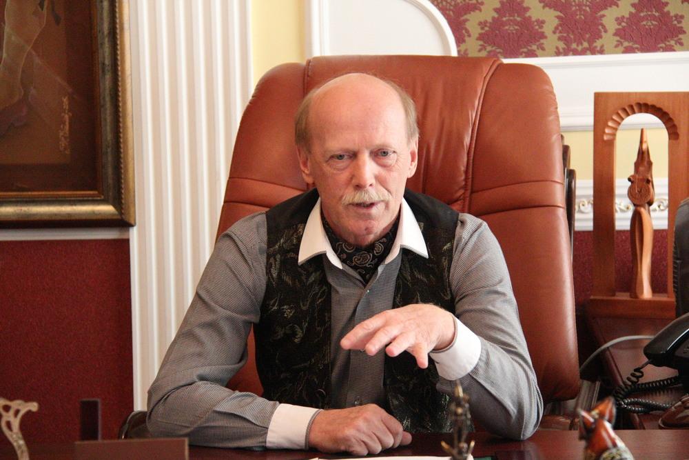 Директор и художественный руководитель Павлодарского областного театра имени Чехова Виктор Валентинович Аввакумов