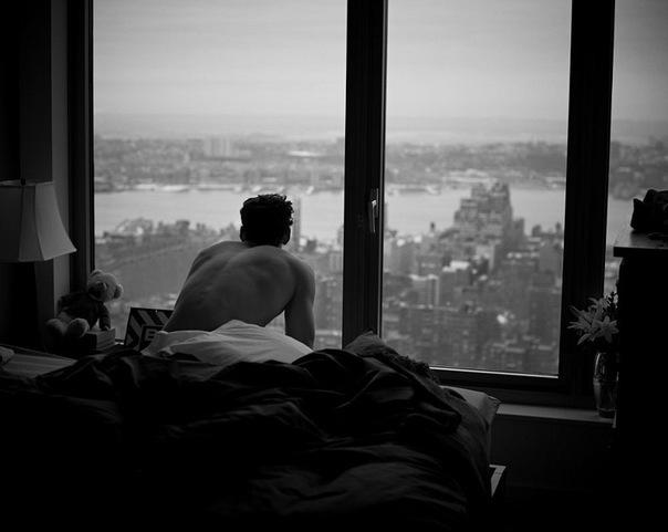Если во сне соседка стучится к вам, то наяву вы потратите много времени на пустые разговоры.