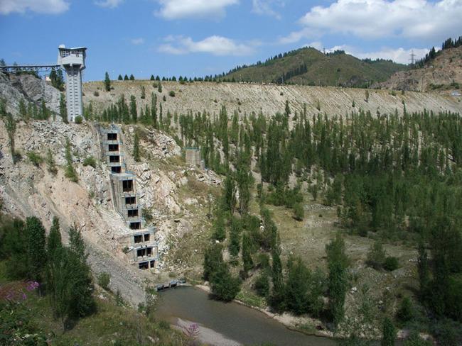 башенные слесборники, призванные вбирать в себя с поверхности, внизу, селезборники с отводными каналами.