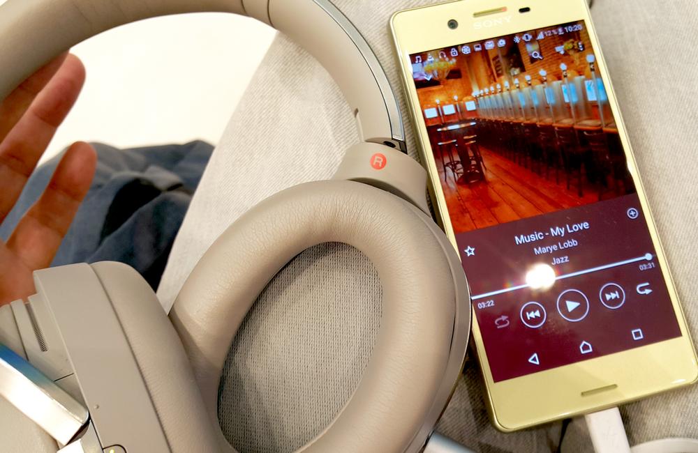 Фото Рустама Ниязова - обзор смартфона  Sony Xperia X и Sony MDR-1000x