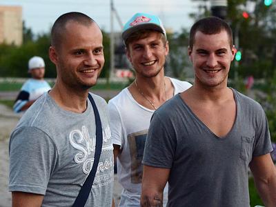 Камил Косовски (в центре)