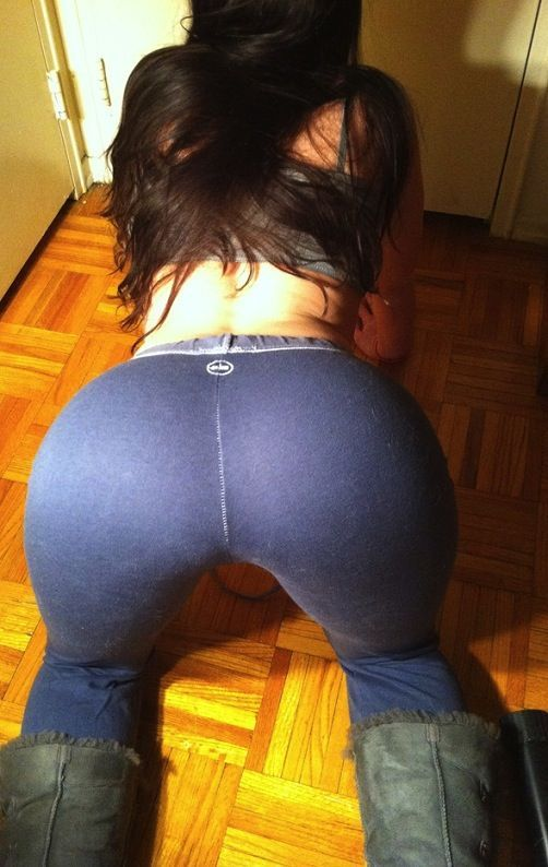 Sexy amateur girl drops her yoga pants to flaunt her sexy chubby butt naked  1752743