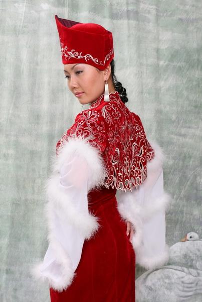 593d470477dc990 Откуда нам достался в наследство такой красивый казахский костюм.