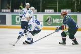 Евгений Рымарев пытается организовать атаку в матче СКА - Барыс