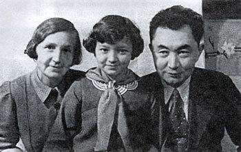 Сатпаев с женой Таисией и дочерью Меиз