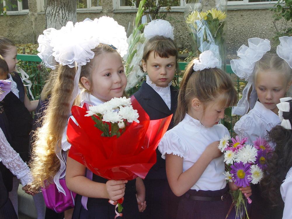 Фото с прическами на первое сентября первоклашке фото