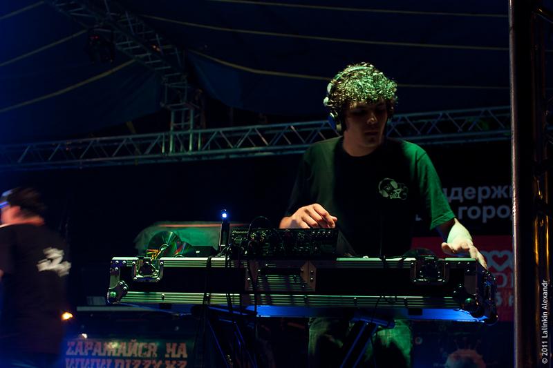 DJ Молодой